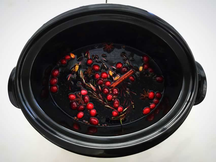 Mulled wine in a crockpot
