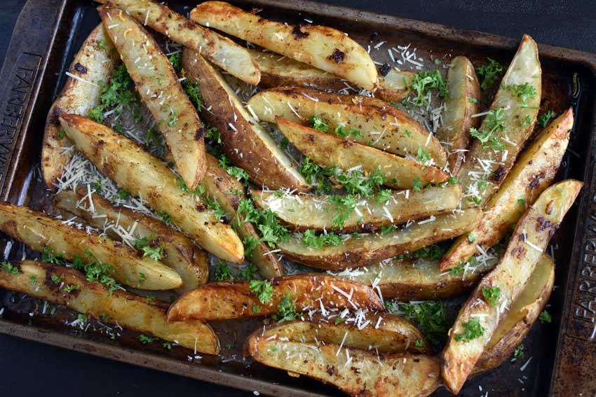 Crispy Garlic Baked Potato Wedges