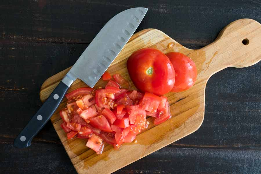 Chopping the tomato