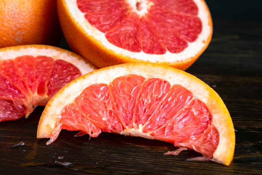 Slicing the pink grapefruit